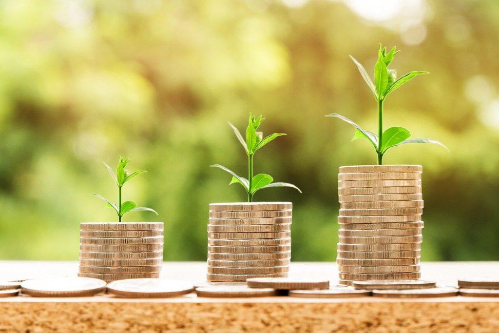 つみたてNISAでは積立投資が年間40万円まで20年間にわたり非課税に